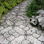 Alee cu mozaic alb