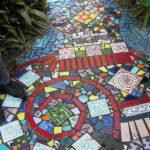 Alee cu mozaic colorat