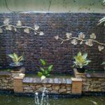 Cascada de zid cu lac