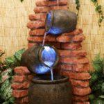 Cascada din vase luminate