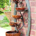 Cascada gradina din vase ceramice