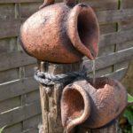 Cascada gradina din vase de lut
