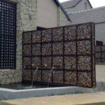 Cascade pe zid din gabioane