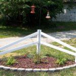 Colt de gradina cu card si plante decorative