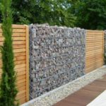 Gard de lemn si gabioane