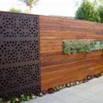 Gard din lemn si metal