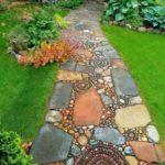 Mozaic pe alee de gradina