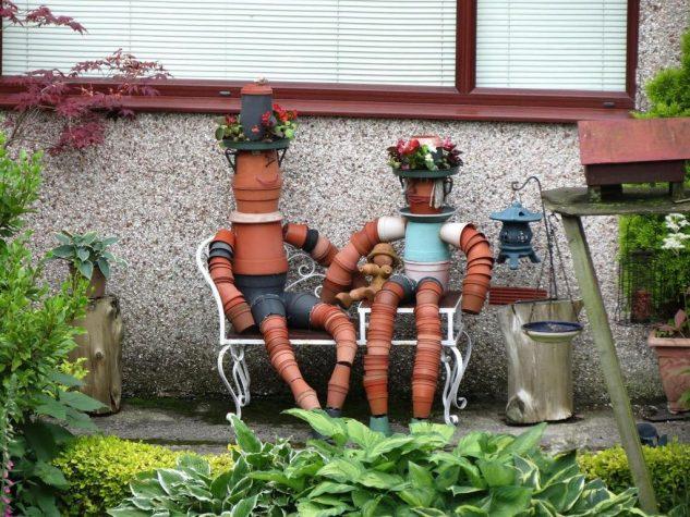 Personaje decorative din vase de flori