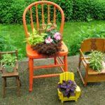 Suport flori din scaune mici