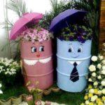 Suporturi de flori din butoaie si umbrele