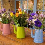 Vase cu flori in balcon