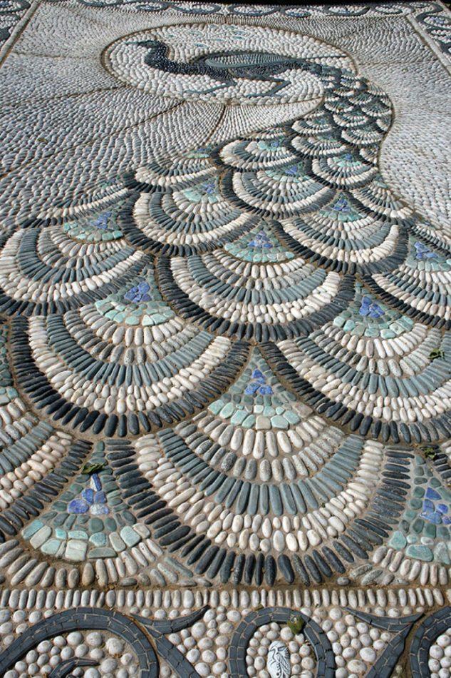 Alee cu mozaic in forma de paun