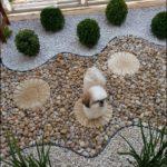 Amenajare gradina cu pietris si plante