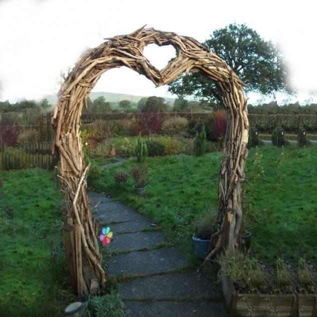 Arcada de gradina in forma de inima