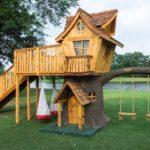 Casa din lemn in copac
