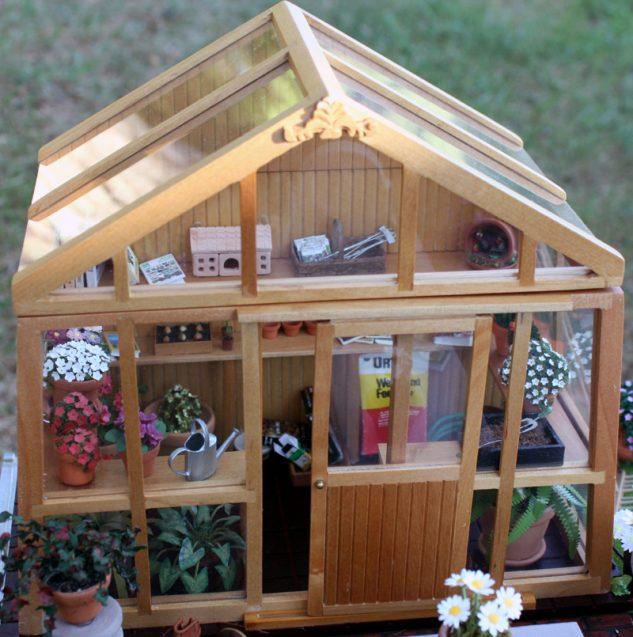 Casuta cu plante in miniatura