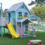 Casuta si loc de joaca pentru copii
