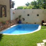Colt de gradina cu piscina