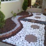 Colt de gradina decorat cu pietre