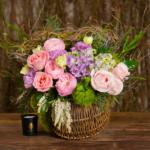 Cos cu flori colorate