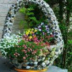 Cos cu flori decoorat cu pietre