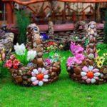 Cosuri de flori placate cu pietre