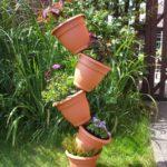 Decor din vase de flori suprapuse