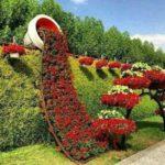 Decor mare in forma de vas varsat cu flori
