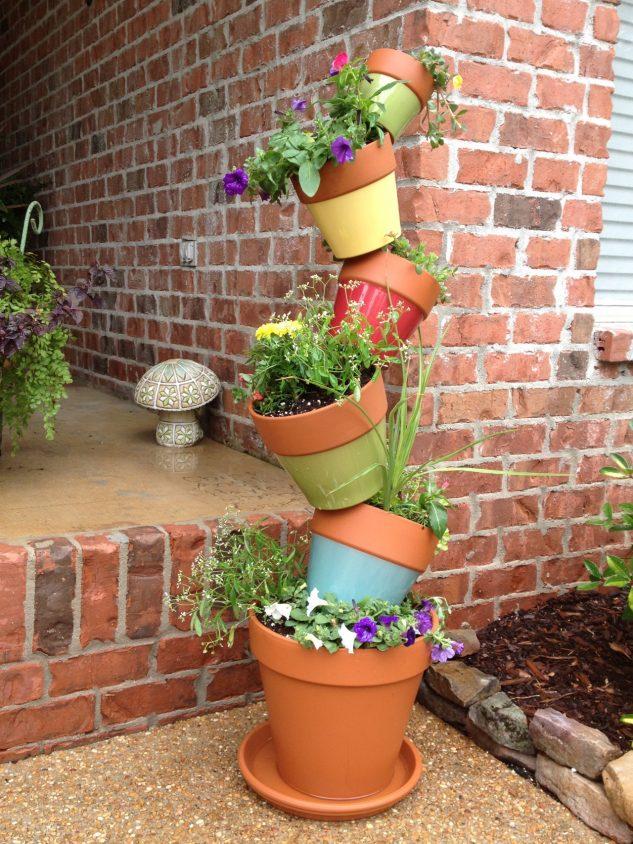 Decoratiune din vase de plante si flori