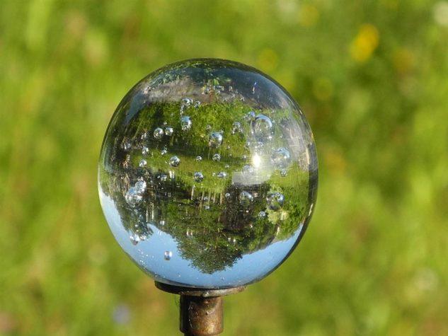 Decoratiune din sticla pentru gradina