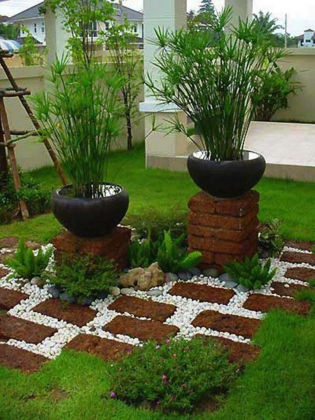 Decoratiune gradina cu pietris si vase de plante