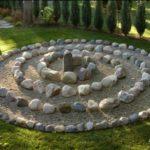 Decoratiune gradina din pietre si nisip