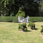 Decoratiuni in forma de catei in arbusti