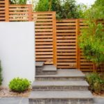 Gard de ciment si lemn