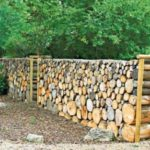 Gard din trunchiuri de copaci