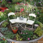 Gradina in miniatura cu scaune
