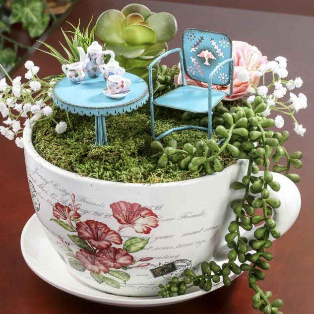 Gradina in miniatura in cana de cafea