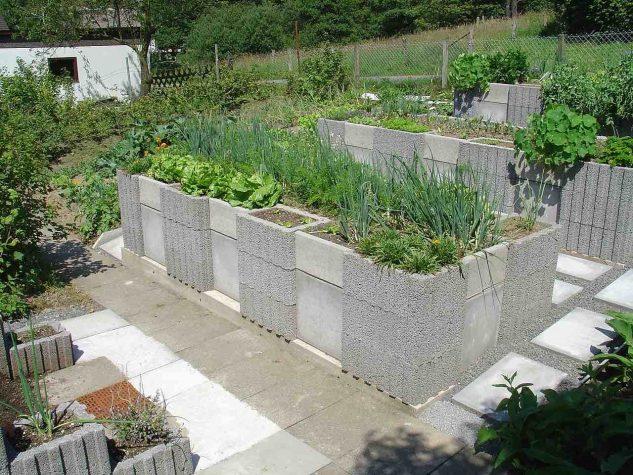 Gradina inaltata de legume din caramizi