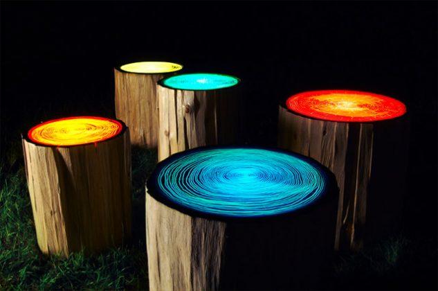 Iluminare gradina in trunchiuri de copaci