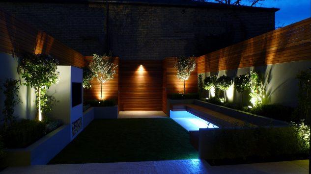 Lumini colorate gradina