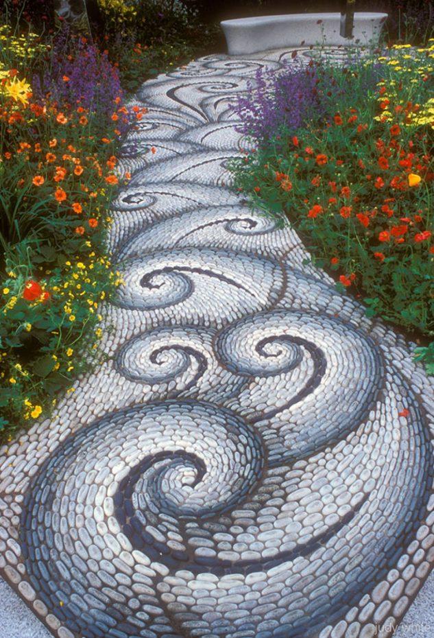 Mozaic in forma de valuri pentru alee