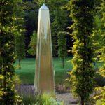 Obelisc auriu gradina