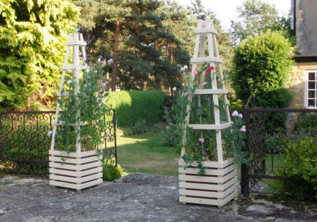 Obeliscuri de lemn pentru gradina