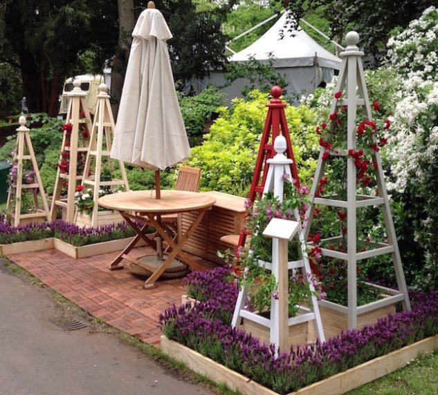 Obeliscuri de lemn pentru terasa