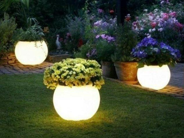 Sistem de iluminat din vase de flori