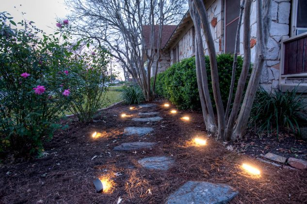 Spoturi iluminare alee gradina