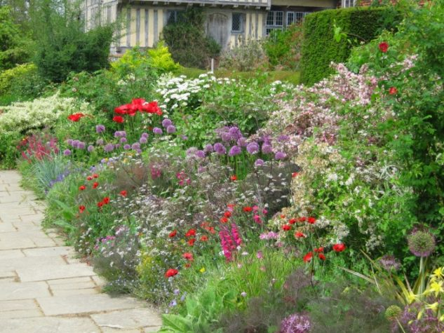 Strat de flori multicolore