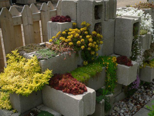 Suporturi de flori si plante din caramizi