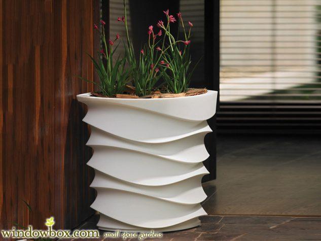 Vas de flori alb din ciment