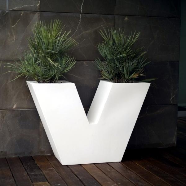 Vas decorativ din ciment pentru plante